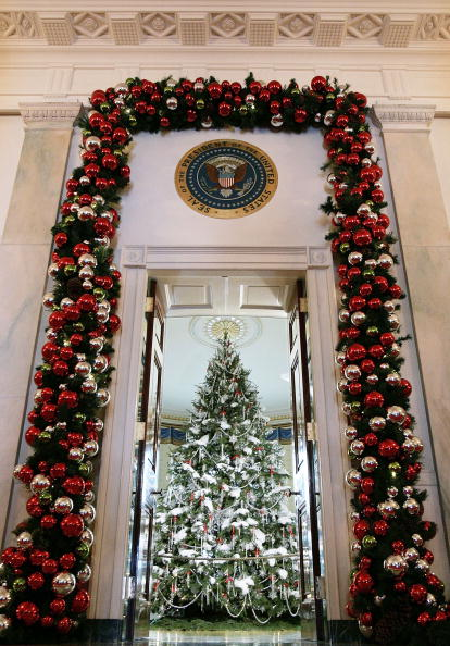 Christmas Decoration「Laura Bush Shows Off White House Holiday Decorations」:写真・画像(9)[壁紙.com]