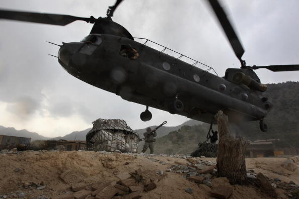 CH-47 Chinook「Mail For Soldiers Killed Or Wounded In Action Sent Home」:写真・画像(18)[壁紙.com]