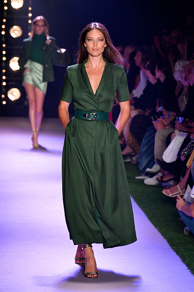Green Color「Brandon Maxwell - Runway - September 2019 - New York Fashion Week: The Shows」:写真・画像(9)[壁紙.com]