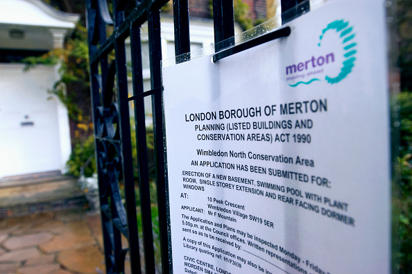 都市景観「Public notice referring to planning permission on a domestic property, Borough of Merton, London」:写真・画像(3)[壁紙.com]