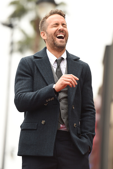 笑顔「Ryan Reynolds Honored With Star On The Hollywood Walk Of Fame」:写真・画像(18)[壁紙.com]