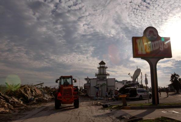 Hurricane Ike「Coastal Texas Faces Heavy Damage After Hurricane Ike」:写真・画像(7)[壁紙.com]