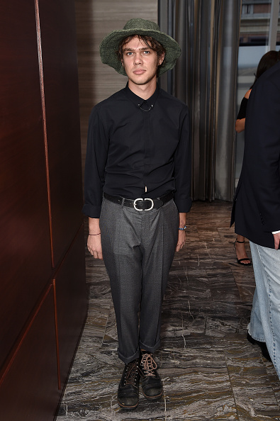 Black Shirt「The Daily Front Row's 4th Annual Fashion Media Awards - Inside」:写真・画像(4)[壁紙.com]