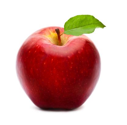 リンゴ「熟したレッドアップルグリーンの葉と白で分離」:スマホ壁紙(13)