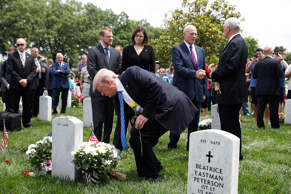 Aaron P「Memorial Day Is Commemorated At Arlington National Cemetery」:写真・画像(11)[壁紙.com]