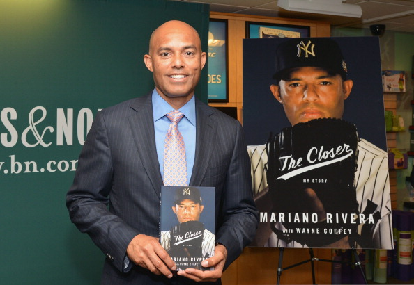 "Baseball - Sport「Mariano Rivera Signs Copies Of His Book ""The Closer: My Story""」:写真・画像(1)[壁紙.com]"
