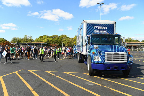 Bud「Bud Light Payload Truck Moved Ahead Of Overwatch League Finals In Philadelphia」:写真・画像(6)[壁紙.com]