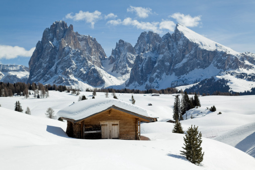 Langkofel「Winter scenics with wooden shed and Langkofel mountain (Dolomites, Italy)」:スマホ壁紙(13)