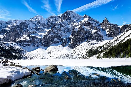 雪「、ポーランドのタトラ山脈で証明 Morskie Oko 湖の冬景色」:スマホ壁紙(19)