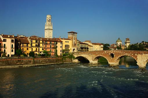 アディジェ川「Verona Ponte Pietra, Italy」:スマホ壁紙(18)