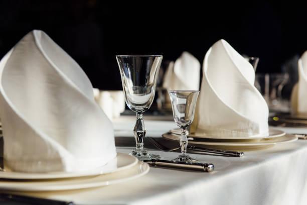 Formal table setting:スマホ壁紙(壁紙.com)