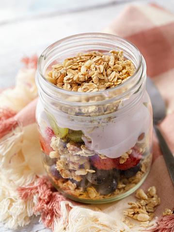 Toasted Food「Yogurt Parfait with Granola and Fresh Fruit」:スマホ壁紙(17)