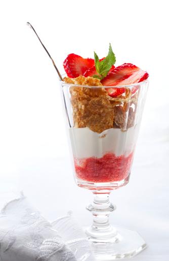 Granola「Yogurt Parfait with  Strawberries」:スマホ壁紙(10)
