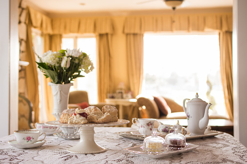 English Culture「Prepared English tea and scones in living room」:スマホ壁紙(11)