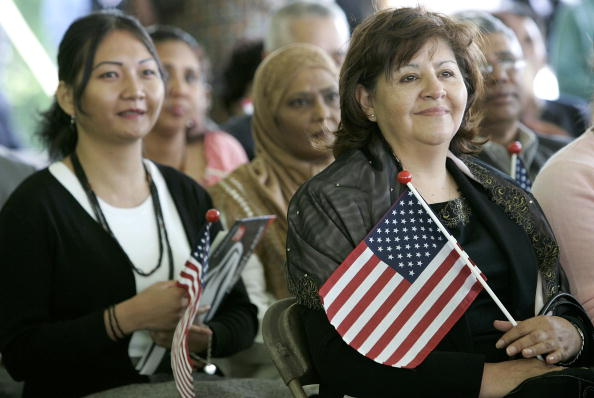 Asia「New U.S. Citizens Sworn In At George Washington's Mount Vernon Estate」:写真・画像(6)[壁紙.com]