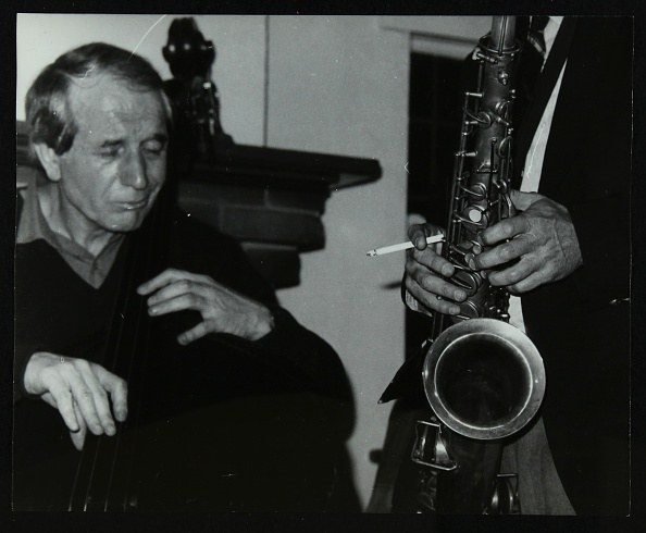 Bass Instrument「Phil Bates and the tenor saxophone of Spike Robinson at The Bell, Codicote, Hertfordshire, 1986. .」:写真・画像(3)[壁紙.com]