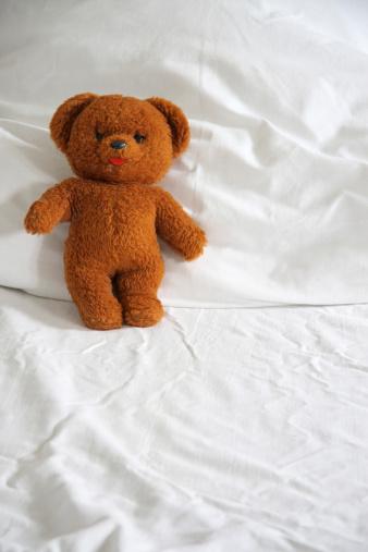 Duvet「Teddy bear on duvet, close-up」:スマホ壁紙(14)