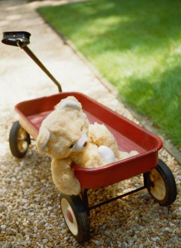 ぬいぐるみ「Teddy Bear in a Red Wagon」:スマホ壁紙(14)