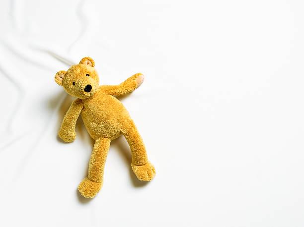 Teddy bear on white background.:スマホ壁紙(壁紙.com)