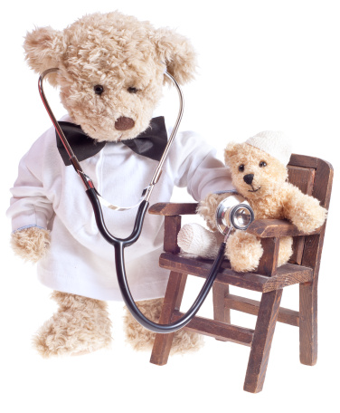 Doll「Teddy Bear Doctor with Injured Patient」:スマホ壁紙(0)