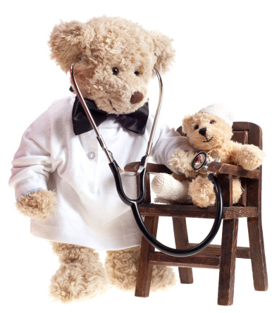 Doll「Teddy Bear Doctor with Injured Patient」:スマホ壁紙(1)