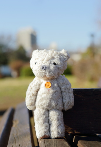 ぬいぐるみ「Teddy bear on the park bench」:スマホ壁紙(11)