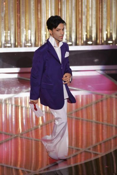 紫「The 77th Annual Academy Awards - Show」:写真・画像(3)[壁紙.com]