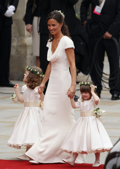Flower Girl「Royal Wedding - Wedding Guests And Party Make Their Way To Westminster Abbey」:写真・画像(0)[壁紙.com]