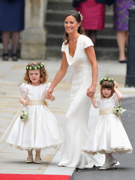 Flower Girl「Royal Wedding - Wedding Guests And Party Make Their Way To Westminster Abbey」:写真・画像(3)[壁紙.com]