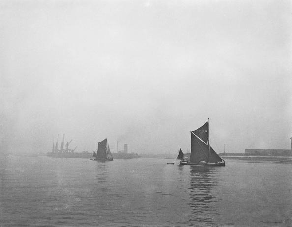Medway River「Thames Barges At Sheerness」:写真・画像(9)[壁紙.com]