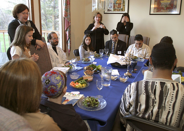 Variation「Jewish Couples Hosts A Multi-Faith Passover Celebration」:写真・画像(12)[壁紙.com]