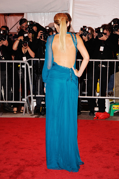 "Blue「""The Model As Muse: Embodying Fashion"" Costume Institute Gala - Arrivals」:写真・画像(10)[壁紙.com]"