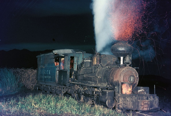 November「Ma Ao Sugar Central's No.1 an Alco 2-6-0 Mogul at work on the Cutcut line on the Philippine island of Negros on Saturday November 2nd 1974.」:写真・画像(2)[壁紙.com]