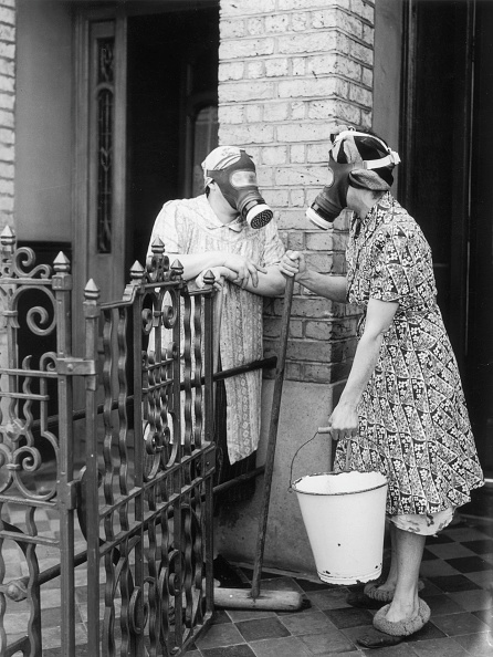 Fence「Gas Mask Gossip」:写真・画像(12)[壁紙.com]