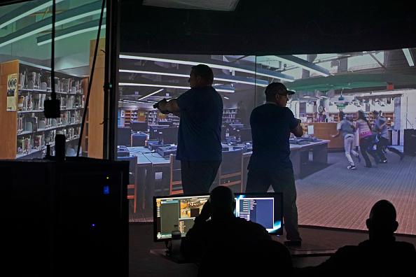 Workshop「Police In Utah Train Teachers On Active Shooter Situations」:写真・画像(11)[壁紙.com]