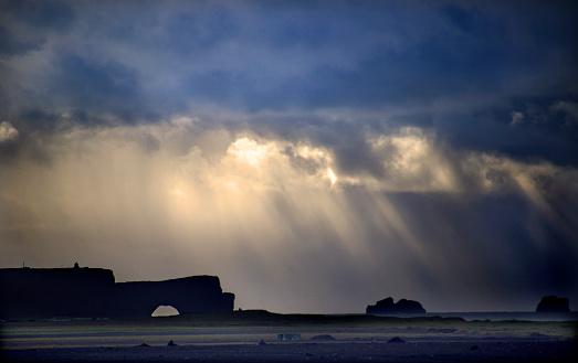 Dyrholaey「Stormy Dyrholaey Coast」:スマホ壁紙(13)