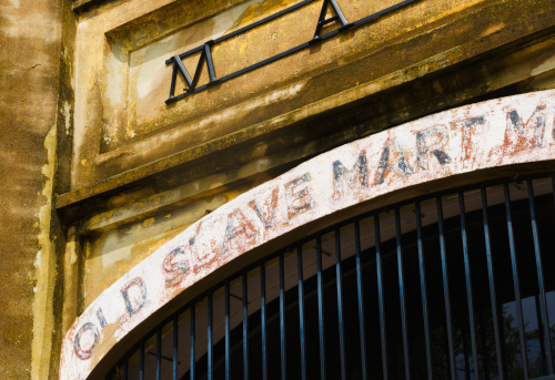 Charleston - South Carolina「USA, South Carolina, Charleston, Close up of gate of old slave market」:スマホ壁紙(14)