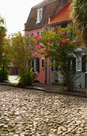 Charleston - South Carolina「USA, South Carolina, Charleston, Old cobblestone street」:スマホ壁紙(19)