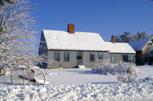 Maine「House covered in snow with two chimneys and many windows」:スマホ壁紙(14)