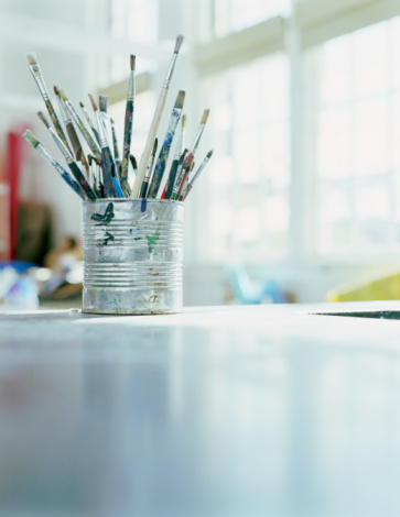 Surface Level「Paintbrushes in tin can on desk in classroom, close-up」:スマホ壁紙(19)