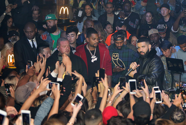 Guest「Drake Surprises Guests With McDonald's Late Night Bites At Poppy NightClub」:写真・画像(5)[壁紙.com]