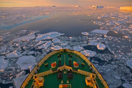 Ice-breaker「Icebreaker in the ocean of ice floes, Antarctica」:スマホ壁紙(4)