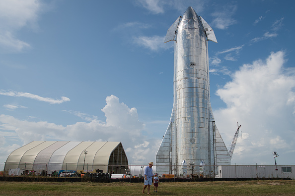 Space Travel Vehicle「SpaceX CEO Elon Musk Gives Update On Starship Launch Vehicle At Texas Launch Facility」:写真・画像(0)[壁紙.com]