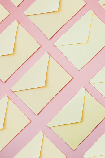 Equality「Yellow envelopes as background」:スマホ壁紙(15)