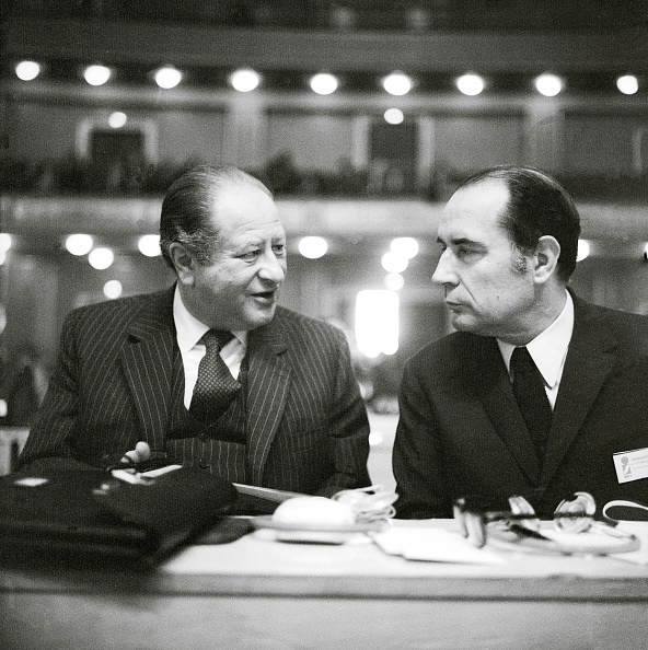 Politics and Government「Bruno Kreisky and Francois Mitterrand in conversat」:写真・画像(1)[壁紙.com]
