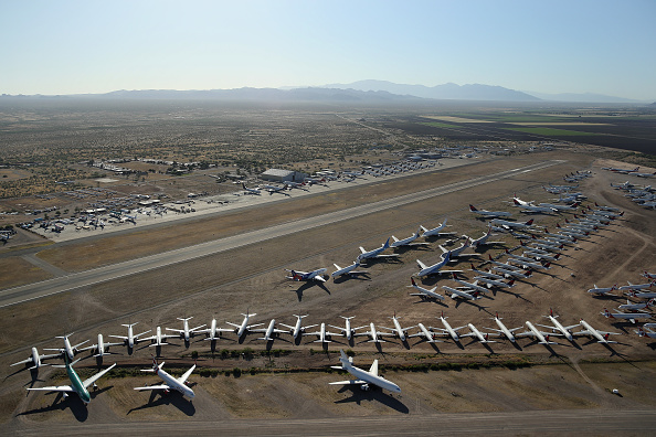 Arizona「Commercial Airlines Park Dormant Planes At Pinal Airpark Outside Of Tucson, Arizona」:写真・画像(15)[壁紙.com]
