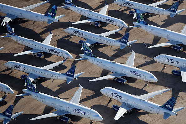 Business Finance and Industry「Commercial Airlines Park Dormant Planes At Pinal Airpark Outside Of Tucson, Arizona」:写真・画像(18)[壁紙.com]