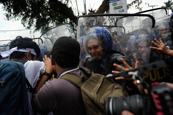 Finance and Economy「APEC Summit Protesters Clash With Police」:写真・画像(8)[壁紙.com]