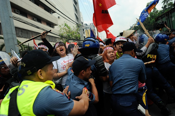 Finance and Economy「APEC Summit Protesters Clash With Police」:写真・画像(9)[壁紙.com]
