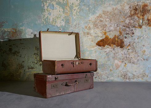 Old-fashioned「Vintage suitcases in room with decaying wall.」:スマホ壁紙(19)